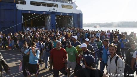 Griechenland Flüchtlinge aus Lesbos kommen in Piräus an
