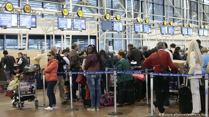 El mayor aeropuerto del país lleva (aún) el nombre Comodoro Arturo Merino Benítez.