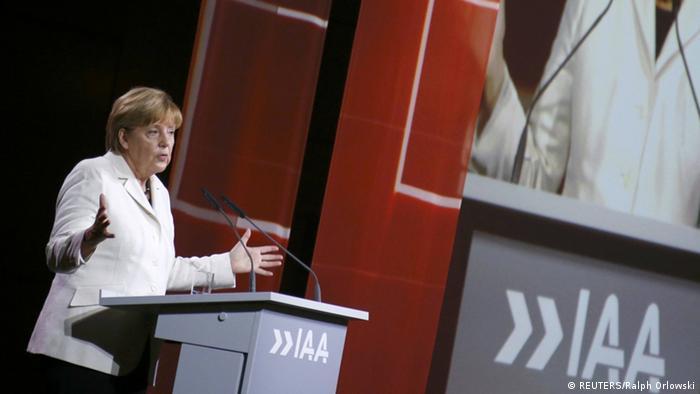 Ангела Меркель на открытии автосалона IAA