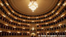 Bildunterschrift:MILAN, ITALY - NOVEMBER 12: A general view of the newly renovated Teatro Alla Scala on November 12, 2004 in Milan, Italy. The building - the most famous opera theatre in Italy - will be reopened after two years of restoration on December 7, 2004. (Photo by Giuseppe Cacace/Getty Images)