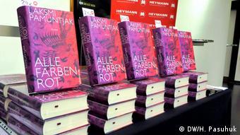 Buku Laksmi Pamuntjak dalam edisi Jerman: Alle Farben Rot