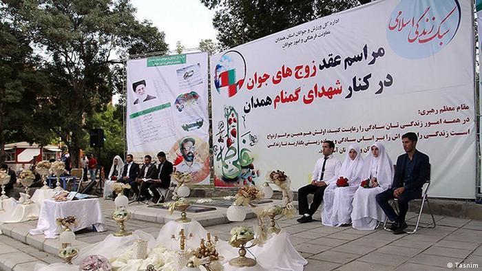 صورة لعرس ايراني على مقربة من قبر الجندي المجهول في طهران