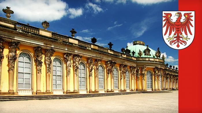 Съседка на Мекленбург-Предна Померания е провинция Бранденбург, която навремето също е била част от бившата ГДР. Провинцията привлича с близостта си до столицата Берлин и с красивата си природа. В Бранденбург живеят около 2,5 милиона души, а столицата Потсдам е прочута с великолепните си дворци.