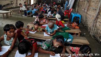 Klasse mit Rohingya Flüchtlingskindern