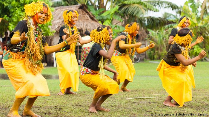 Girls doing traditional Polynesian dance on Ontong Java (Photo: Beni Knight)
