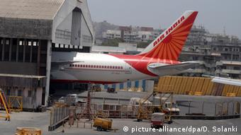Fluggesellschaft Air India entlässt Stewardessen