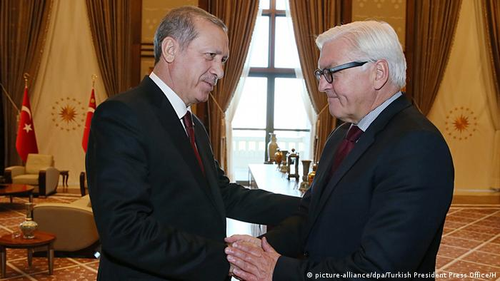 Das Treffen von Außenminister Steinmeier mit dem türkischen Präsidenten Erdogan am 18. September 2015 in Ankara (Foto: picture-alliance/dpa/Turkish President Press Office/H)