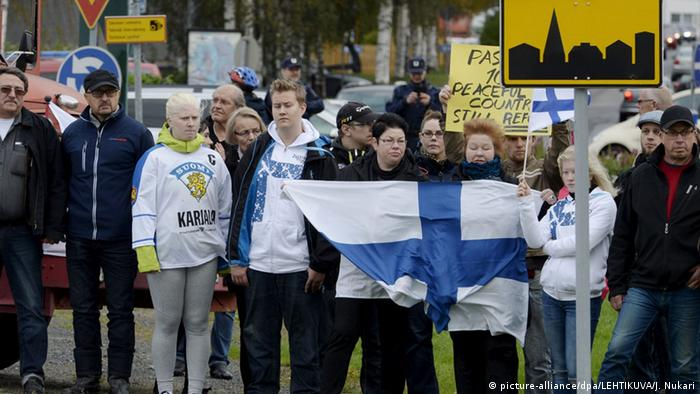 Finns demand in demonstration to not allow refugees to cross at Finnish-Swedish border.
