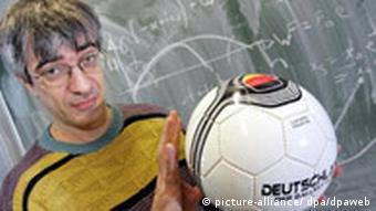 BdT Dortmunder Professor erklärt Fußball-Physik