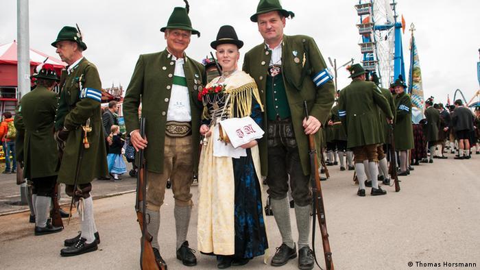 Nunca pasan de moda  los trajes típicos de la Oktoberfest  72c200a6962