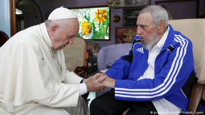 فیدل کاسترو و پاپ فرانسیس (سپتامبر ۲۰۱۵)