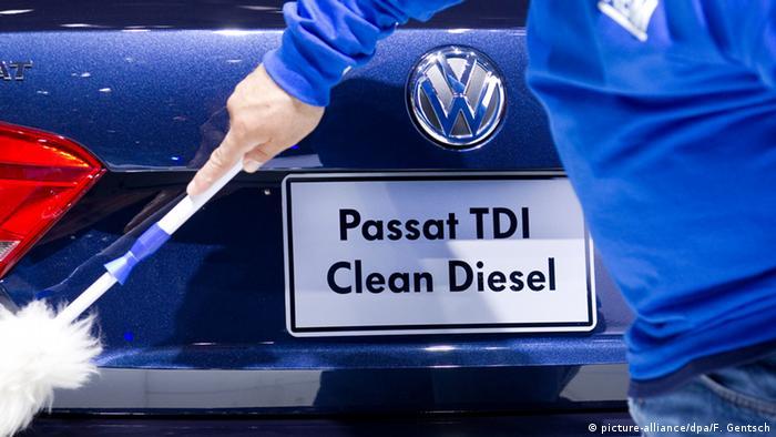 Deutschland VW Logo Symbolbild zum Abgasen-Skandal