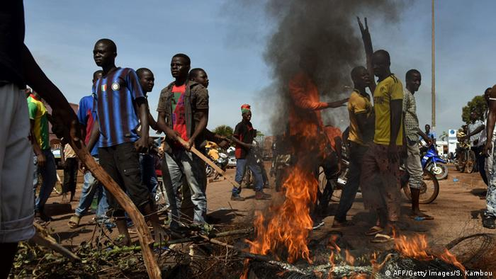 Nach dem Putsch kam es zu schweren Unruhen in Ouagadougou Foto: SIA KAMBOU/AFP/Getty Images
