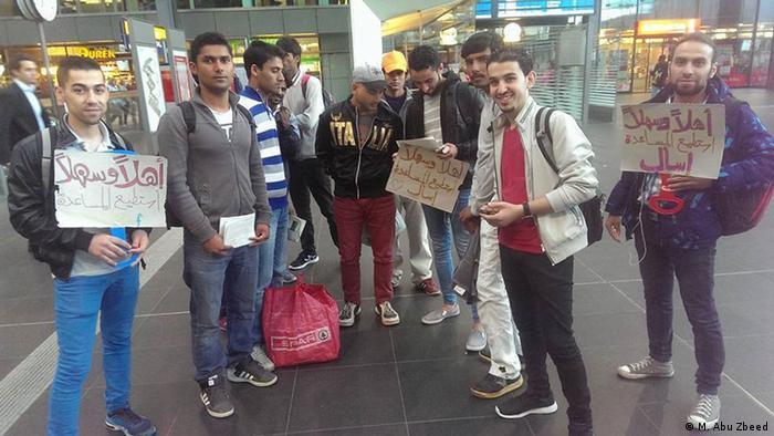 Deutschland, arabische Jugend Berlin empfängt Flüchtlinge