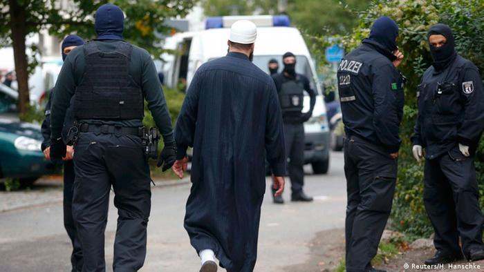 Deutschland Razzia gegen Islamisten in Berlin (Reuters/H. Hanschke)