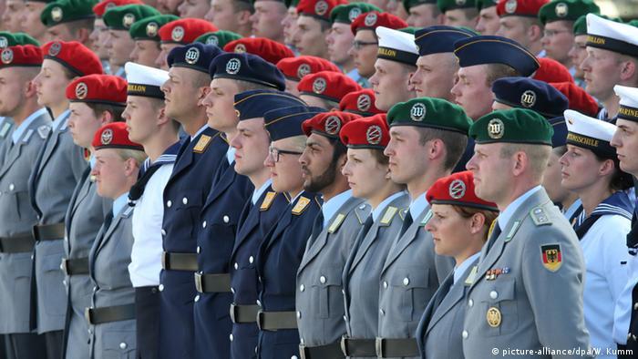 Deutschland Bundeswehr Gelöbnis Bendlerblock Berlin