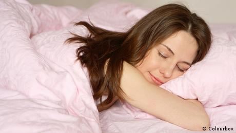 Symbolbild Frau und Schlaf