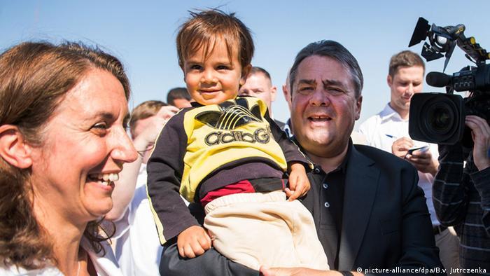 Jordanien Wirtschaftsminister Gabriel besucht das Flüchtlingslager Saartari (picture-alliance/dpa/B.v. Jutrczenka)