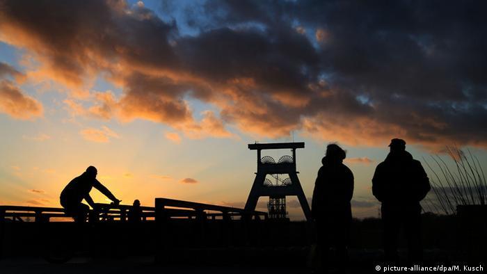 Ciclistas na antiga região mineradora do Ruhr
