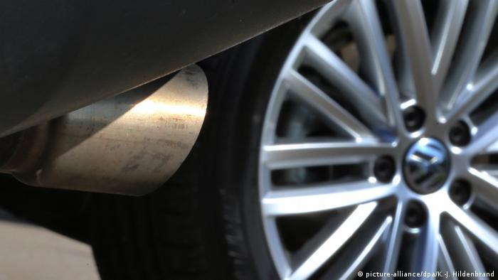 Deutschland Volkswagen Auspuff Abgase (picture-alliance/dpa/K.-J. Hildenbrand)