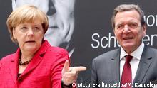 Deutschland Berlin Angela Merkel und Gerhard Schröder Vorstellung Biografie
