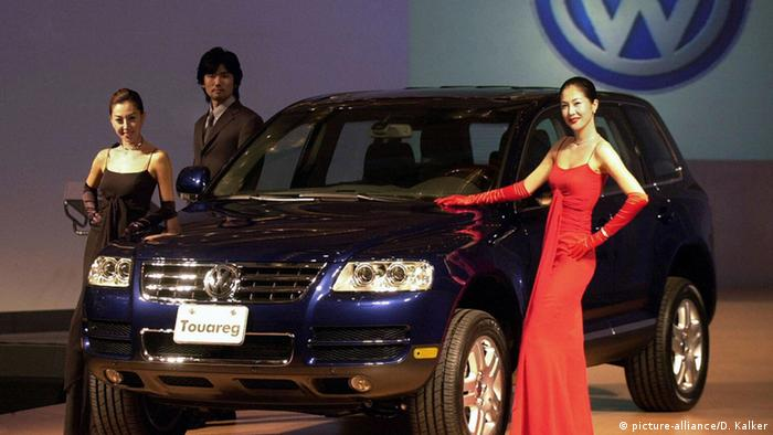 South Korean models posing beside Germany's Volkswagen Touareg luxury sport utility vehicle unveiled at the Seoul Hilton Hotel (Photo: JUNG YEON-JE/AFP/Getty Images)