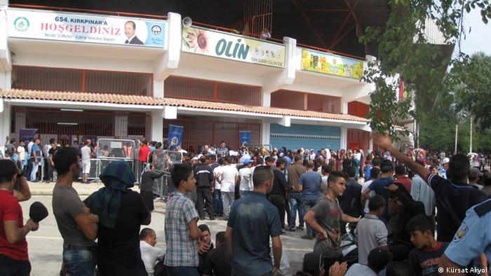 Turska policija održava red i mir na stadionu i oko njega