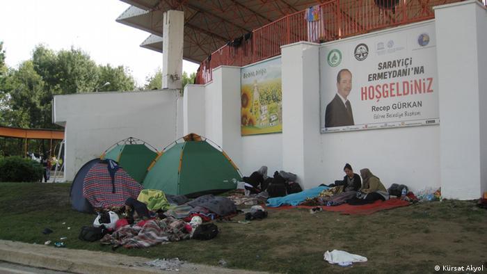 654 yıldır Kırkpınar yağlı güreşlerinin yapıldığı stadyum bir haftadır sığınmacılara ev sahipliği yapıyor