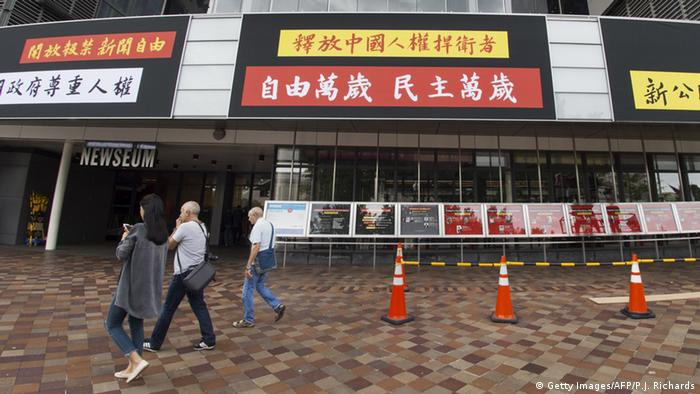 USA Newseum in Washington Protestbanner Pressefreiheit China (Getty Images/AFP/P.J. Richards)