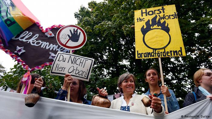 Митинг в Германии против Виктора Орбана
