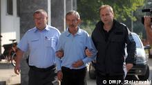 Slobodan Bogoevski, ehemaliger Geheimdienstchef, wird zum Gericht geführt. Copyright: DW/Petr Stojanovski 23.09.2015 in Skopje