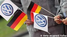Symbolbild - VW Deutschland Flagge (Getty Images/S. Gallup)