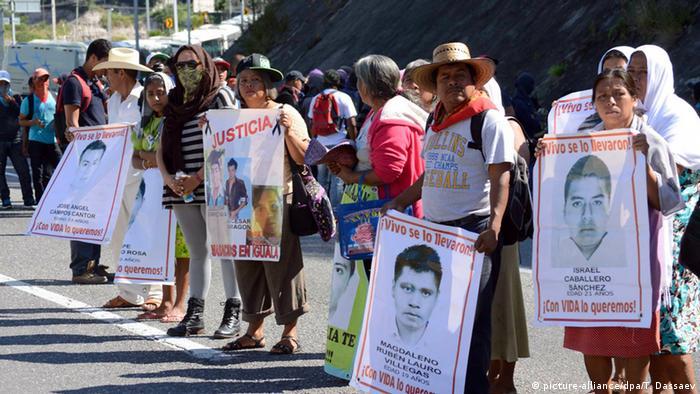 Protesta de los familiares de los 43 estudiantes desaparecidos en México.