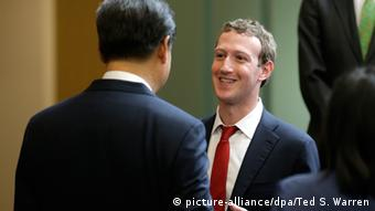 US China Internet Industrie Forum Seattle Xi Jinping Redmond Microsoft Campus Mark Zuckerberg (picture-alliance/dpa/Ted S. Warren)