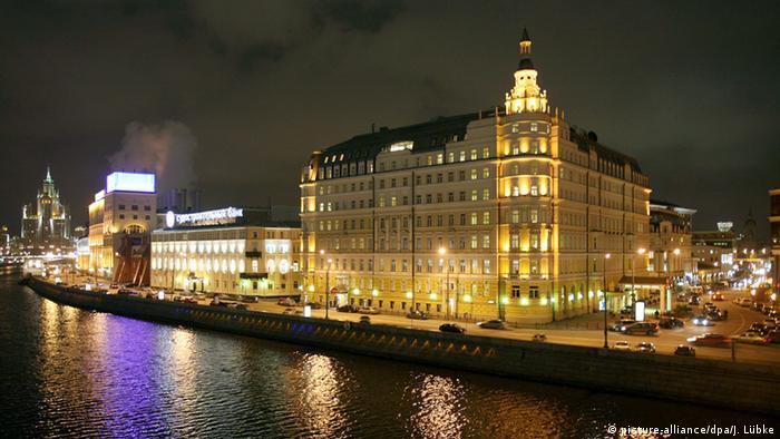 Московская гостиница Балчуг-Кемпински в вечернем освещении