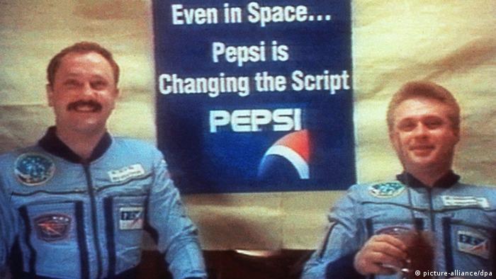 Российские космонавты рекламируют новый корпоративный дизайн фирмы PepsiCo