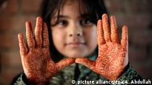 Bildergalerie Opferfest 2015 weltweit 25.09.2015 ***** epa04947968 A Bangladeshi girl shows her decorated hands with hena painting, during the Eid al Adha festival in Dhaka, Bangladesh, 25 September 2015. Muslims worldwide observe the Eid al Adha festival or Feast of the Sacrifice, during which they sacrifice permissible animals - generally rams, goats, sheep, cows and camels - to commemorate the Prophet Abraham's readiness to sacrifice his son as a sign of his obedience to God. EPA/ABIR ABDULLAH