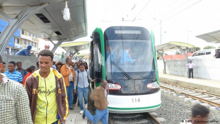 Äthiopien erste Straßenbahn in Addis Abeba