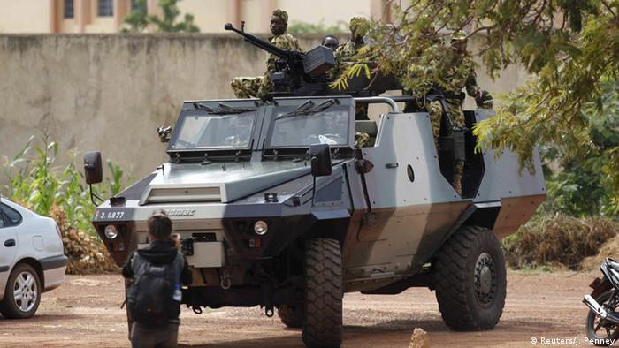 Panzer der Präsidentengarde in Burkina Faso Foto: REUTERS/Joe Penney