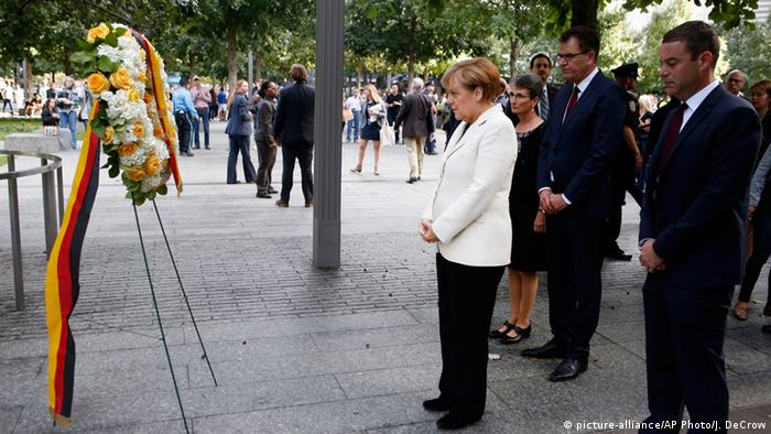 USA New York Angela Merkel am Ground Zero Memorial