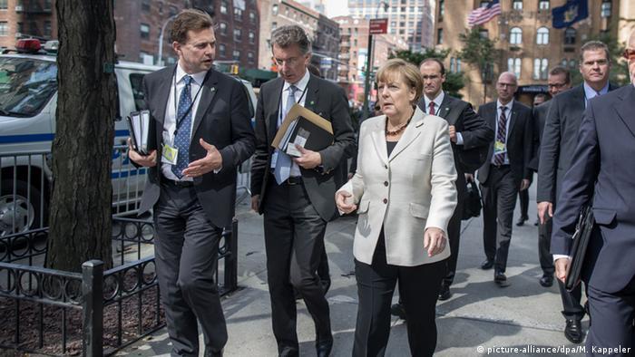 USA New York UN Gipfel Angela Merkel und Regierungssprecher Seibert