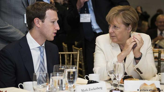 Angela Merkel talking with Facebook founder Mark Zuckerberg (picture-alliance/dpa)