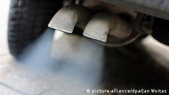 Symbolbild Auspuff Abgas VW Volkswagen Skandal Diesel AU Abgassonderuntersuchung