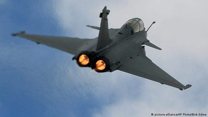 Frankreich Kampfjet Kampfflugzeug Rafale (picture-alliance/AP Photo/Bob Edme)