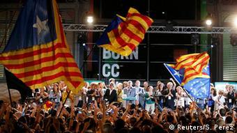 Сепаратисты на митинге в Барселоне празднуют победу на выборах