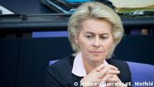 ARCHIV - Bundesverteidigungsministerin Ursula von der Leyen (CDU) nimmt am 09.09.2015 an der Sitzung des Bundestags in Berlin teil. Foto: Kay Nietfeld/dpa (zu dpa: Plagiatsjäger beanstanden Doktorarbeit von Ministerin von der Leyen vom 26.09.2015) +++(c) dpa - Bildfunk+++