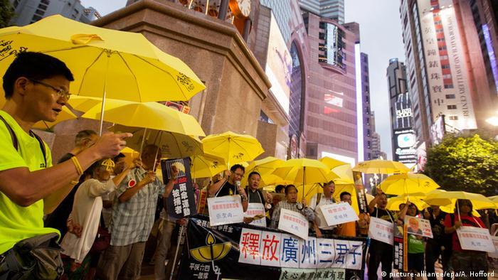 Hong Kong Regenschirm Revolution (picture-alliance/epa/A. Hofford)