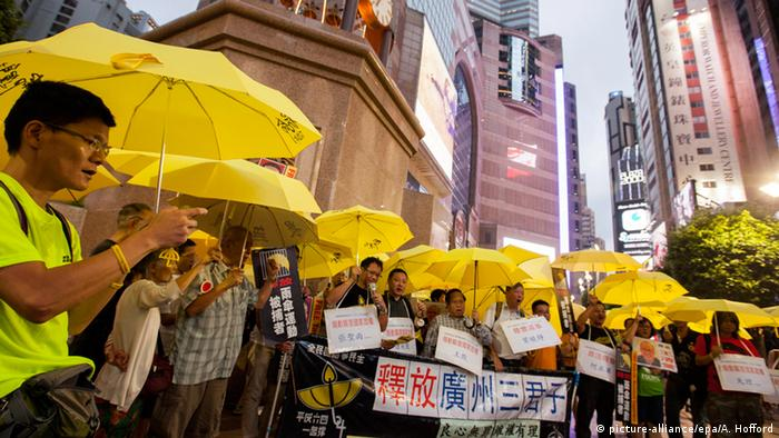 Hong Kong Regenschirm Revolution (picture-alliance/epa/A. Hofford)