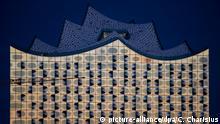 Deutschland Mondfinsternis Blutmond Elbphilharmonie