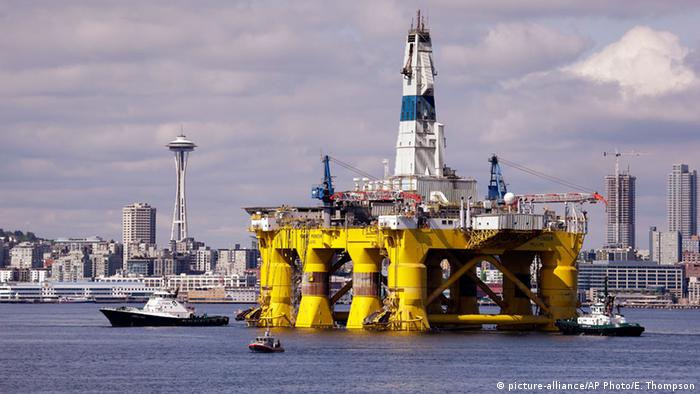 Shell oil drilling rig (picture-alliance/AP Photo/E. Thompson)